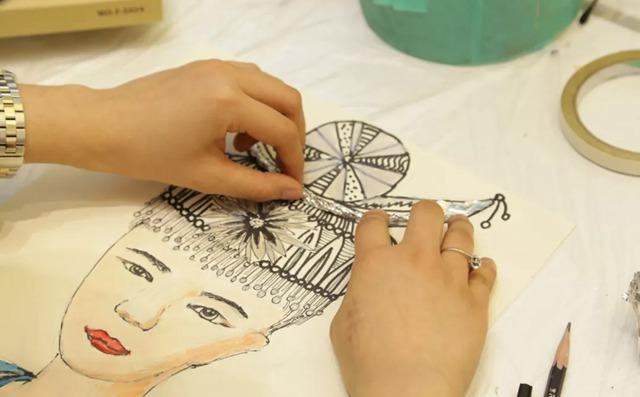苗族少女绘画作品