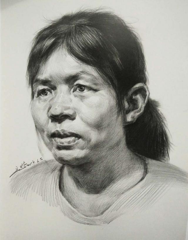 女中年3/4面人物头像素描绘画步骤五