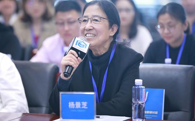 中国美术家协会儿童美术艺委会秘书长杨景芝发言
