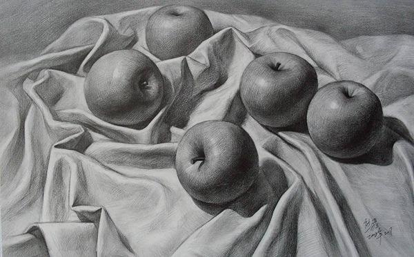丝织与水果素描