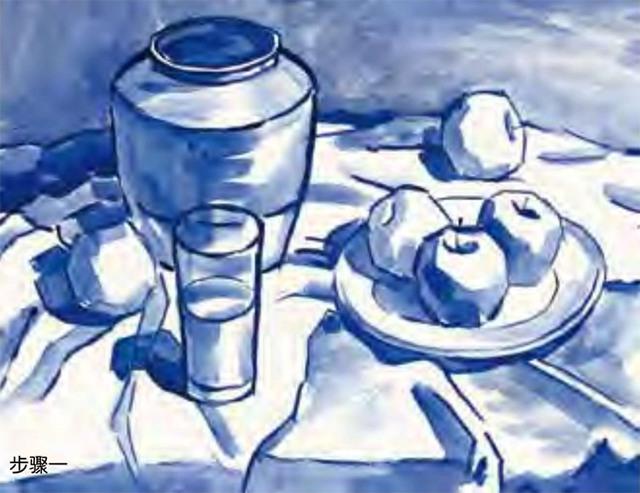 陶罐、白瓷盘、玻璃杯和水果的组合一