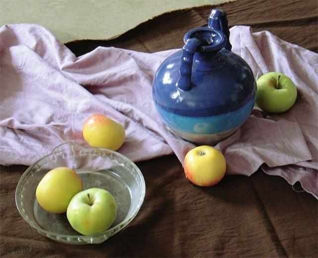陶罐、玻璃碗与水果图片